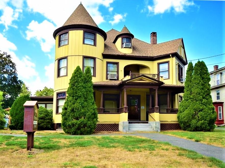 Vernon Sober House Men's Wing │ Vanderburgh House Sober Living for Men in Vernon, Connecticut